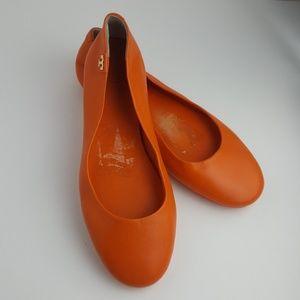TORY BURCH orange leather flats